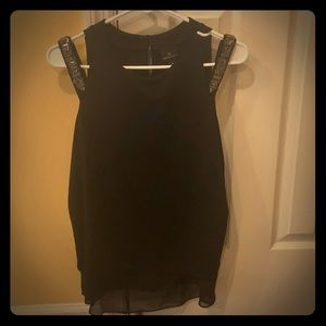 NWT fun cold shoulder blouse. Size M. Worthington